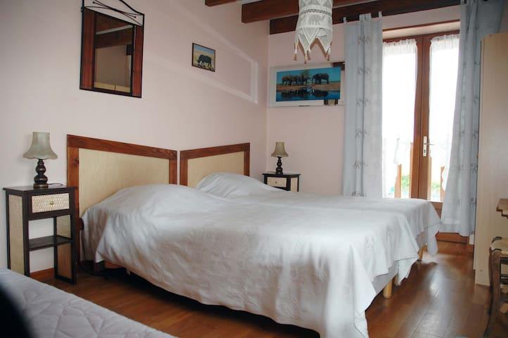 Chambre Kenya - Corbelin - Bed & Breakfast