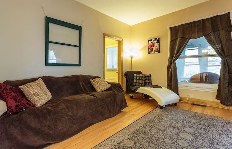 Cozy room near Downtown Evanston - Evanston