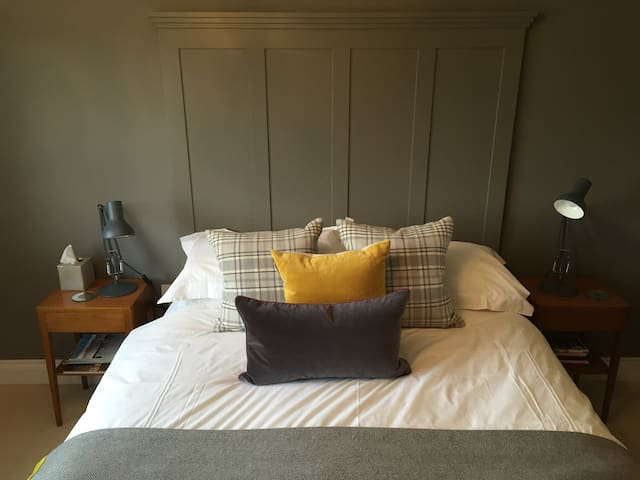 Boutique style double room with fantastic views - Crowfield - Hus