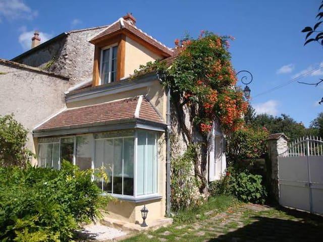 Maison de charme dans hameau classé - Savigny-le-Temple - Casa