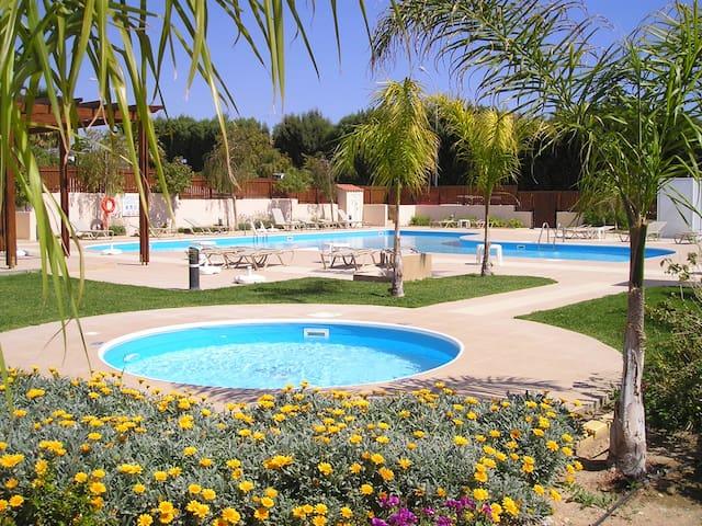 2 bed Apart, outskirts Limassol, 5 mins to beach - Amathus - Apartamento