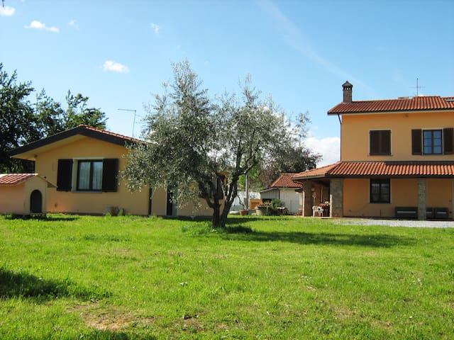 accogliente appartamento immerso nel verde - San Salvatore - 獨棟