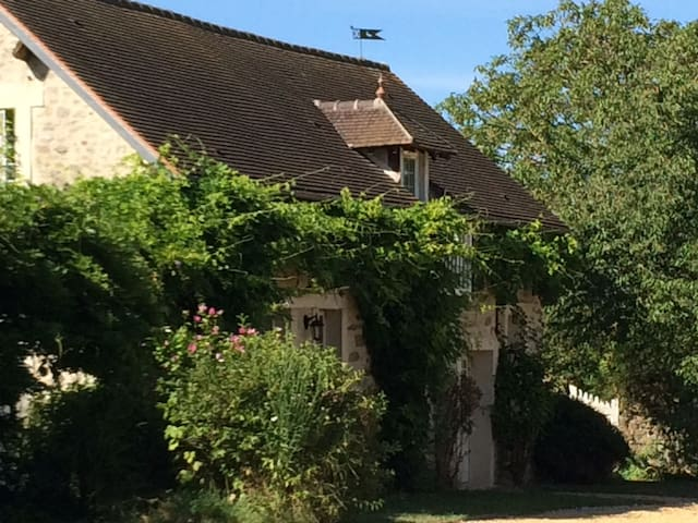 Bedroom close to Senlis and 45 mins from Paris - Fresnoy-le-Luat - Huis