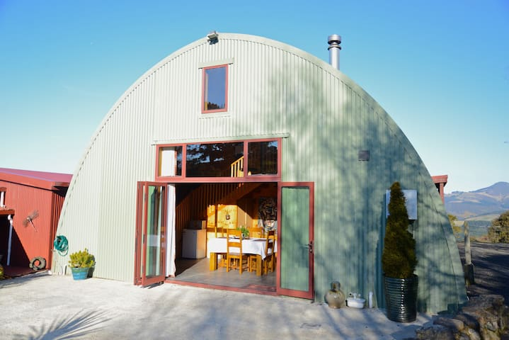 Rural Privacy with City Amenities at The Barn B&B - Waitati - Bed & Breakfast
