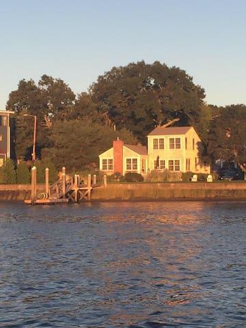 Down by the bay...Barrington - Barrington - House
