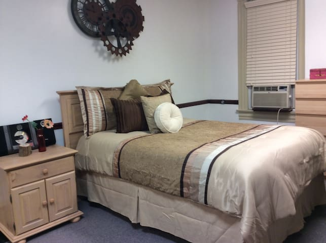 Trendy One Bedrm 3 min to Downtown! - Cleveland - Apartment