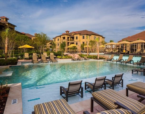Private Room & Bath Resort Style - Katy