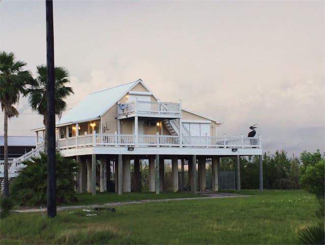 High Tide Bayhouse - Seabrook - Bed & Breakfast