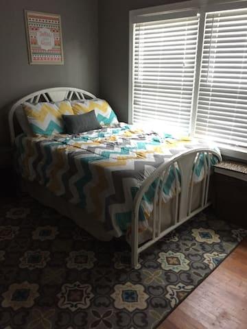 Private room off of Riverside - Tulsa