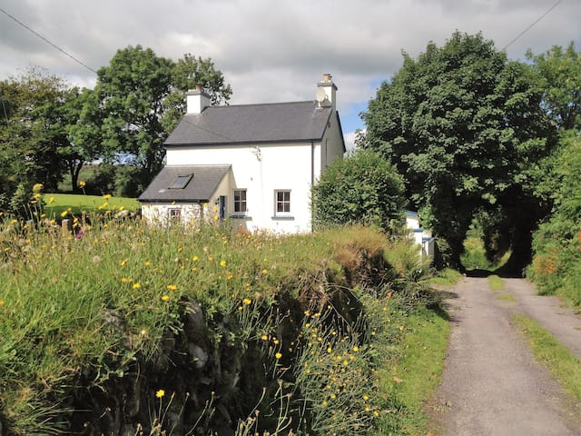Cosy and peaceful Nadur Cottage, West Cork - Leap - Casa