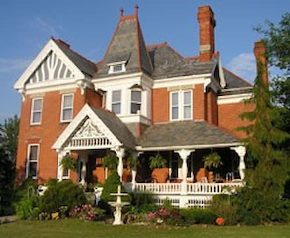 The Grand Kerr House - Spring Room - Grand Rapids - Bed & Breakfast