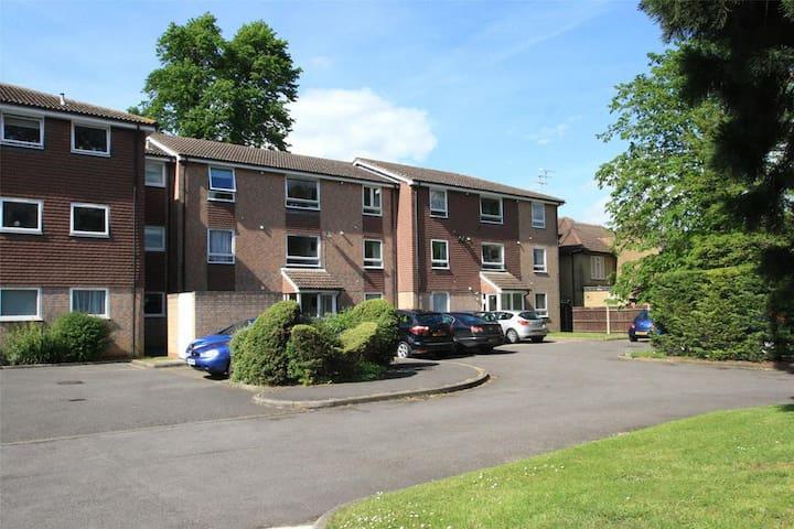 1 bed Flat in Addlestone, Surrey - Addlestone - Betjent leilighet