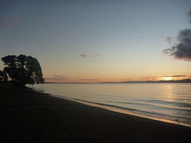 Pohutukawa Coast B&B - Ngarimu Bay - B&B