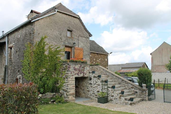 Private pool, restored farmhouse, sleeps 10 - La Salvetat-Peyralès - Huis