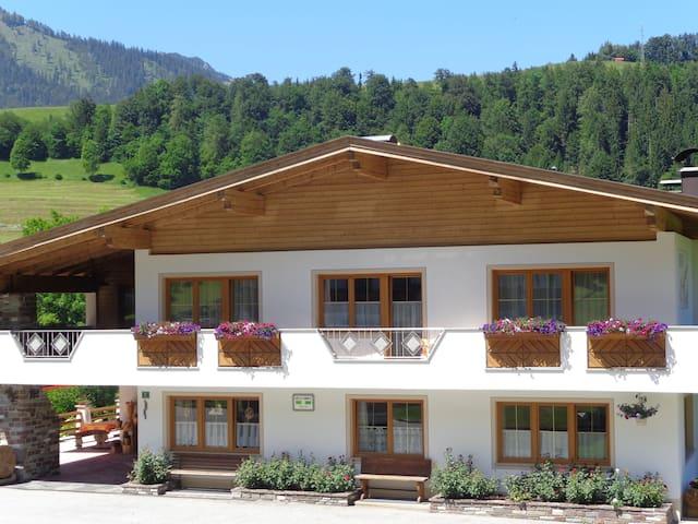 Haus Enzian Tirol - Hinterthiersee - Bed & Breakfast