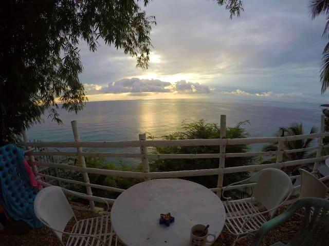 La Bella Beach House - Oceanbreeze - Boljoon
