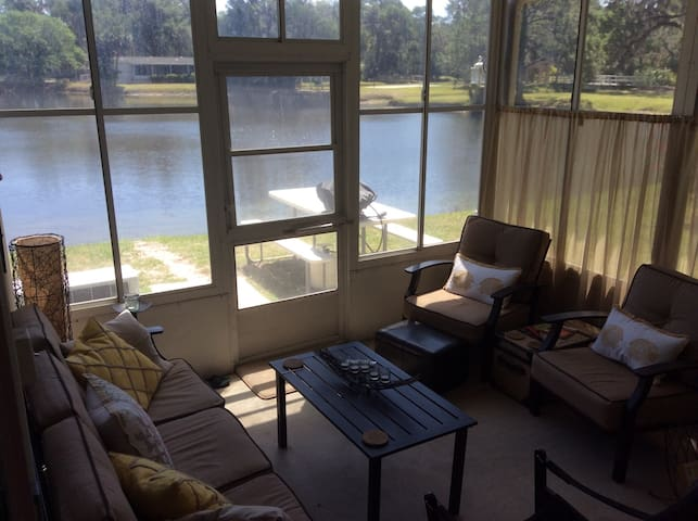 Cozy, clean and comfortable! - Flagler Beach - Maison