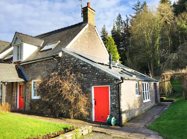 Stone cottage with mountain views - Brecon - Huis