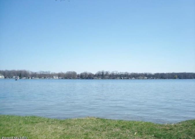 Magician Lake  @ Sister Lakes, MI - Dowagiac - Casa