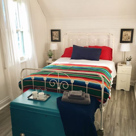 Cozy Guestroom in Downtown Almonte - Mississippi Mills