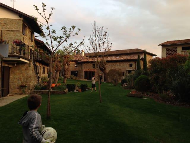 La Casa Ponca - Giassico - Hus