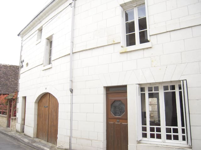 Beautiful 16th Century Village House - La Guerche - Huis
