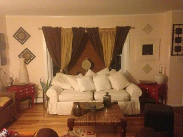 Room in Charming, Cozy Ranch House - Trumbull - Talo