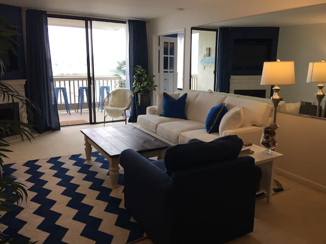 Designer Decorated w/Spectacular Ocean View! - Oceanside - Appartement en résidence