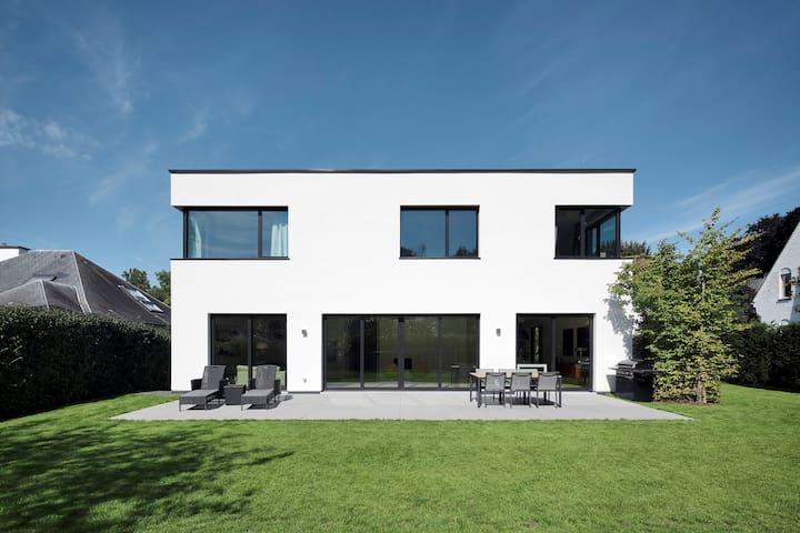 Beautiful Villa in Uccle - ユクル - 別荘