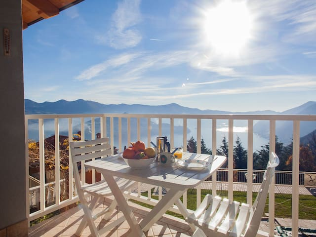 Charming apartment for 2 people on Lake Iseo - localita plassi - Lejlighed