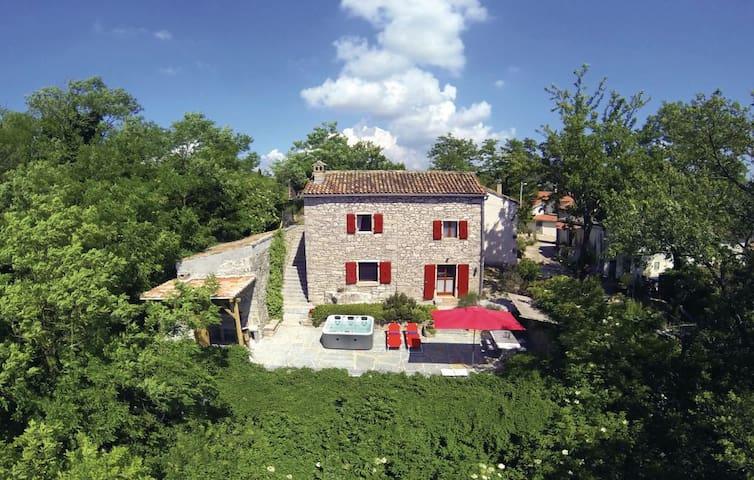 Casa Monte**** - secret treasure near Motovun - Motovun