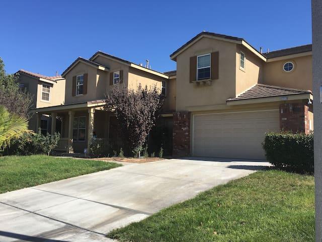 小城有家—加州旅行最佳休息处 - Corona - Huis