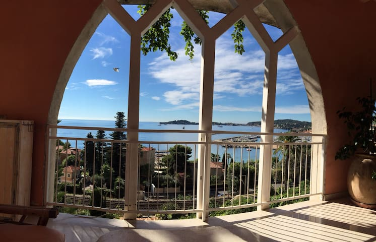 Bright seafacing flat with large private terrace - Beaulieu-sur-Mer - Rumah