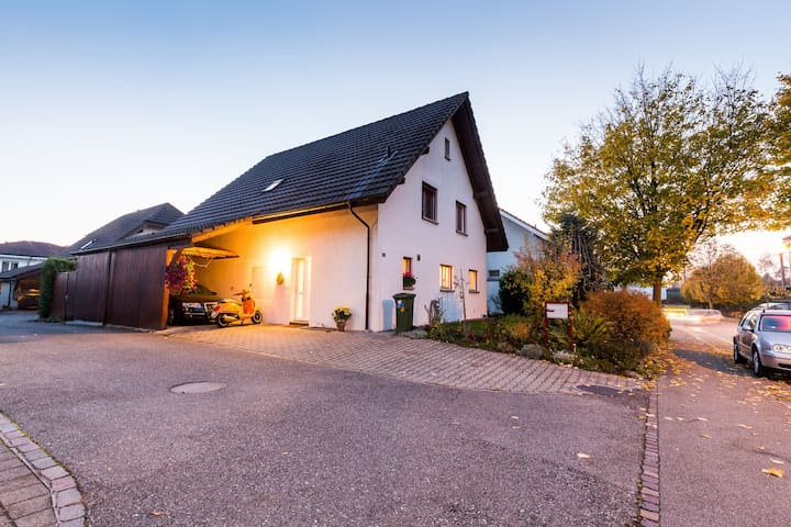 Clean room in a house, good located - Fislisbach - Huis