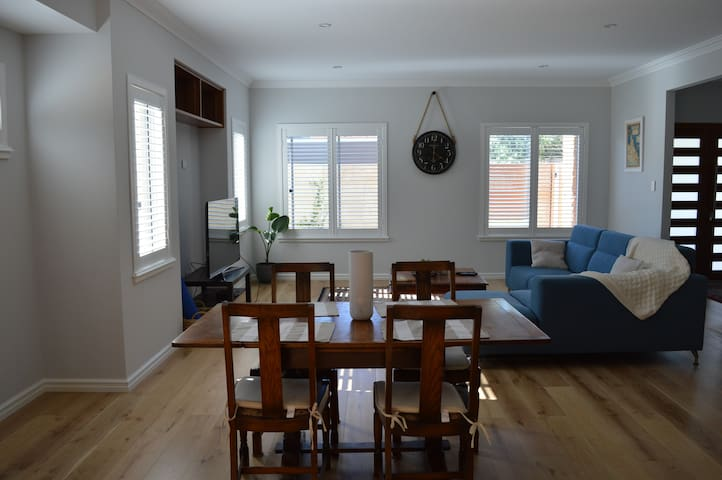 Spacious new house close to beach - Doubleview - Casa