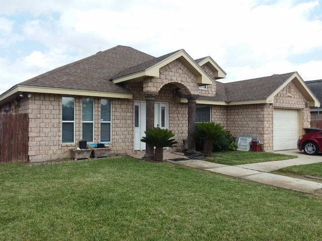 Quick freeway access - Private bedroom/full bed - Weslaco - Hus