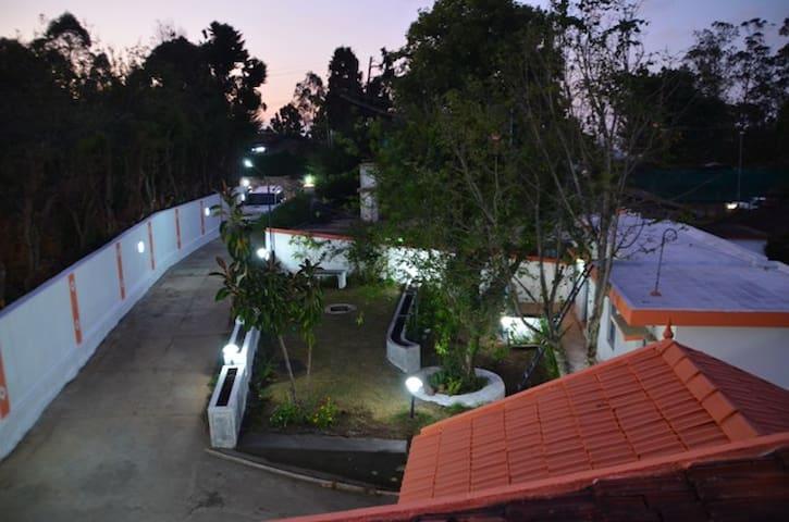 THE CROSS ROAD VILLA - Kodaikanal - Villa