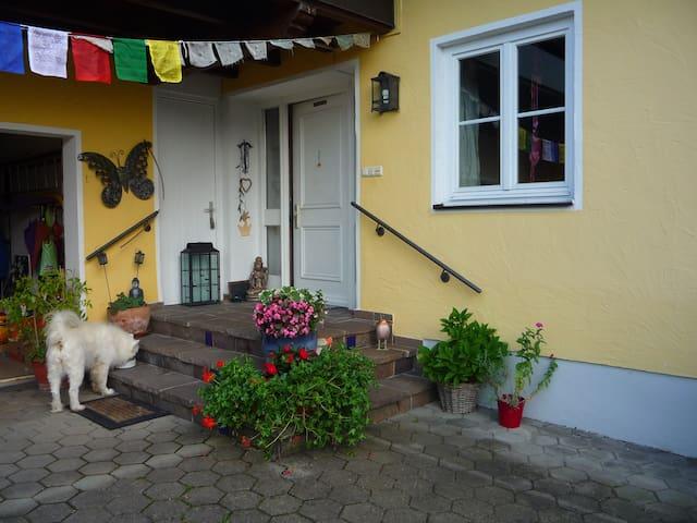 Lebendiges Familenhaus mit kl. Einliegerwohnung - Essenbach - 獨棟