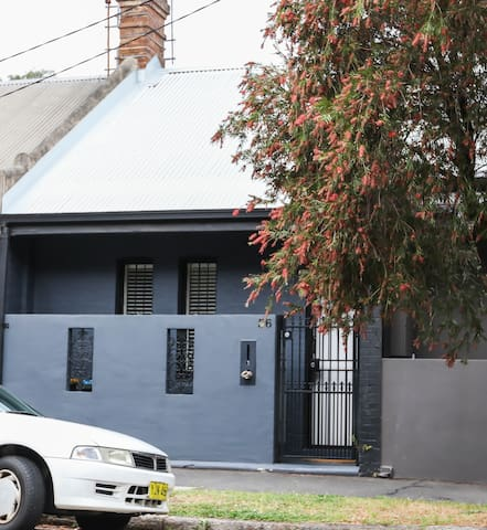 Great location, close to city, cafes, bus & ferry - Rozelle