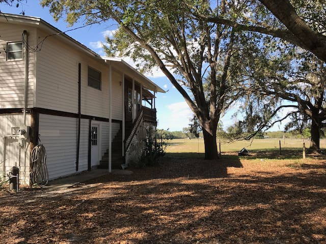 Second Story Bunkhouse - Sebring - Appartement