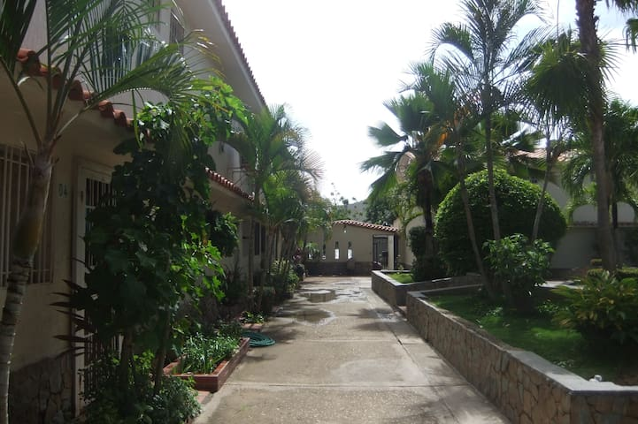 COZY & CHEAP TOWNHOUSE IN MARGARITA ISLAND - Pampatar - Huis