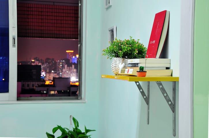 【向陽花青年空間】一起DIY开启旧物改造的创意生活。新上線特惠!珠澳夜景溫馨單人間(1.2x2m床) - Zhuhai - Departamento