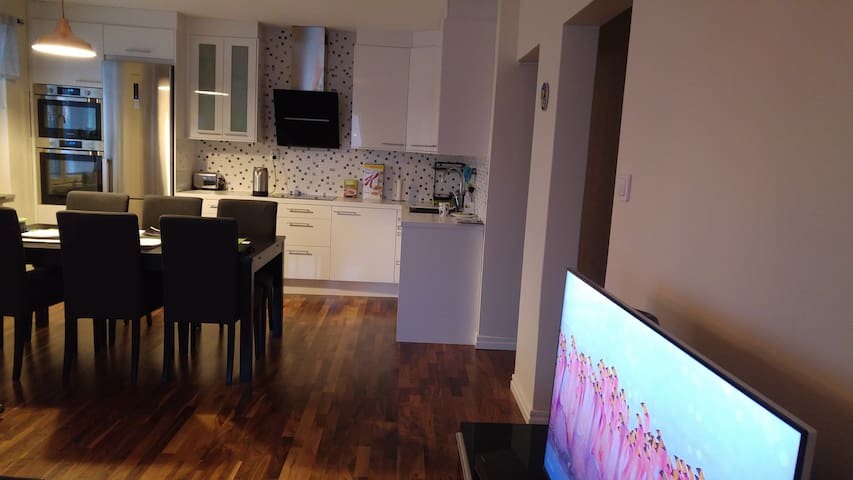 Private room (max 2 guests), 15 min to the city! - Lidingö