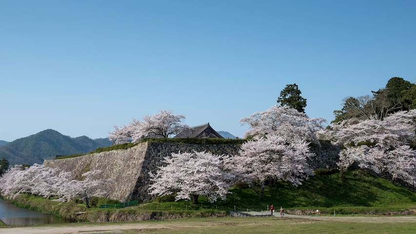 日本の田舎と山々に囲まれた、いにしえの香り漂う文化都市、三田と篠山 - Sanda - Hus