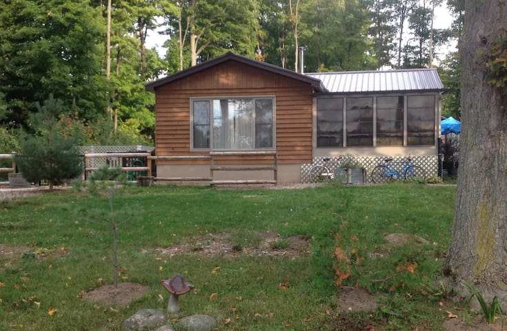 Cozy Cottage for Rent in Sauble Beach, Ontario - Sauble Beach