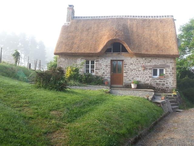 Jolie chaumiere - Domjean - Hus