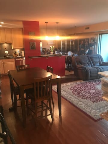 UPGRADED CONDO (Sleeps up to 3 beds) - off rt 7 - Falls Church - Apto. en complejo residencial