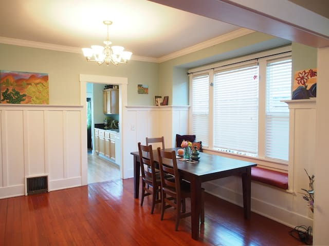 Room in Cozy Home near UPS and 6th Ave Attractions - Tacoma