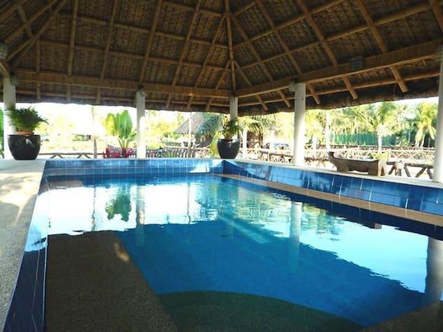 2 BR family in Los Banos resort - Los Baños - Stuga