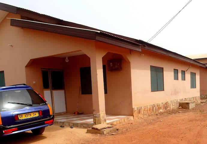 Your Ghanaian Home - Accra - Hus